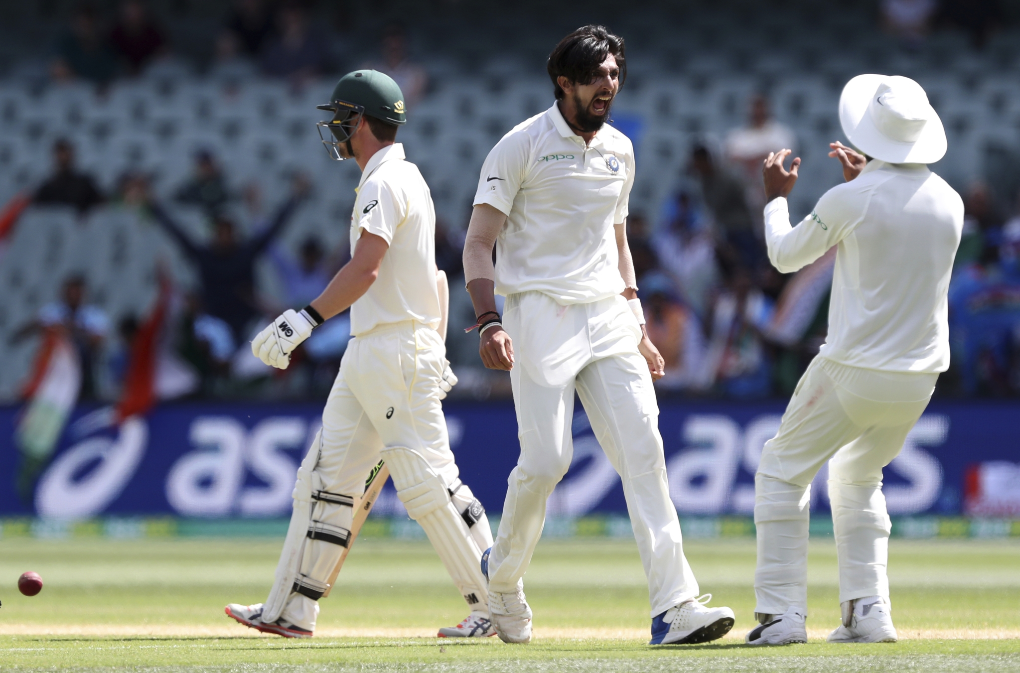 Ishant Sharma broke through with a sharp bouncer hitting the shoulder of Head's bat and getting an edge to gully