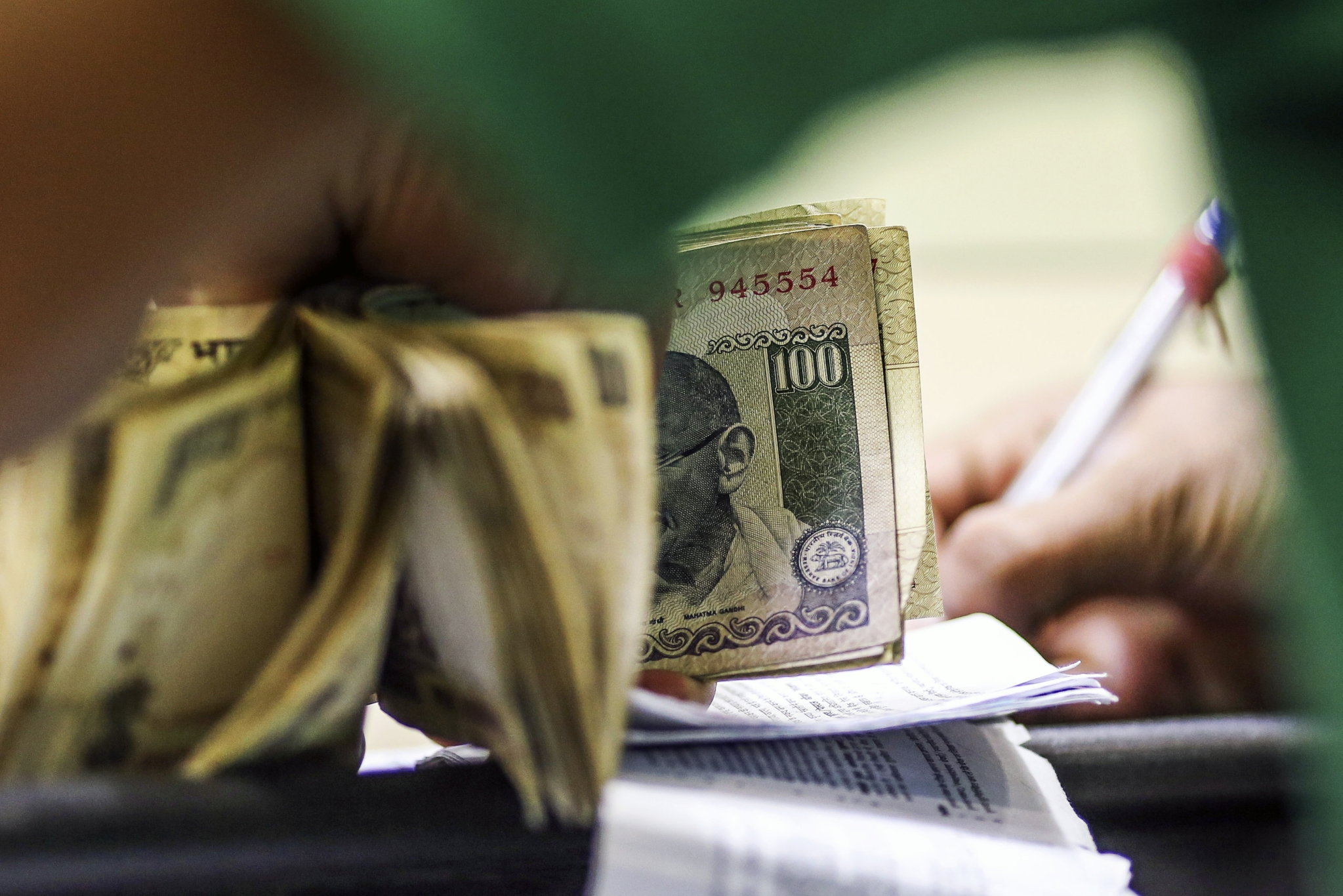 India starts to develop yield curve as trading shifts from 10