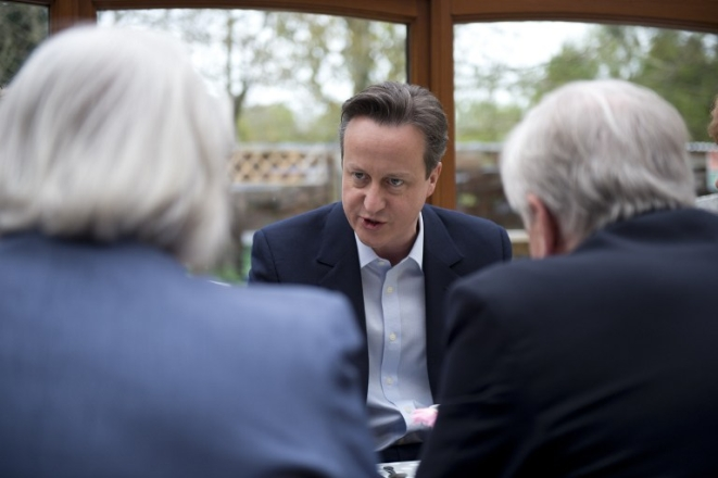 British Prime Minister and leader of the Conservative Party David Cameron (C) AFP PHOTO / POOL / OLI SCARFF