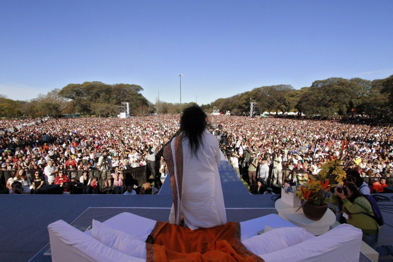 Indian spiritual leader Sri Sri Ravi Shankar leads a massive meditation in Buenos Aires on September 9, 2012. 120.000 people meditated 'for a society free of violence and stress'. (Photo credit: Federico Vendrell/AFP/GettyImages)