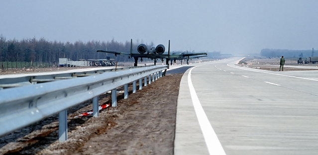 """A-10 Thunderbolt II aircraft takes off from the autobahn A29 near Ahlhorn city during NATO exercise <i>""""Highway 84""""</i>/Courtesy Wikimedia Commons"""