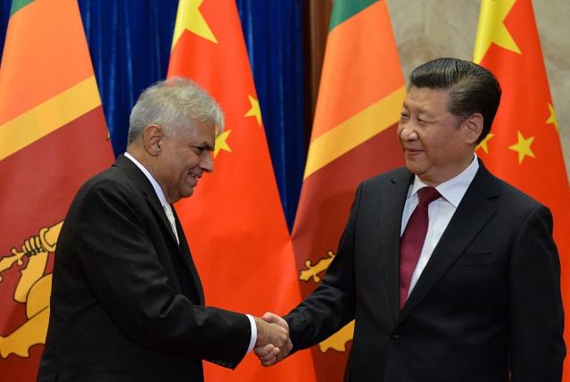 Sri Lankan Prime Minister, Ranil Wickremesinghe (L) and Chinese President, Xi Jinping (KENZABURO FUKUHARA (Photo credit should read KENZABURO FUKUHARA/AFP/Getty Images)