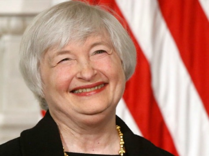Is The US Fed Batting For Hillary? Trump Thinks So, And Fed Policies Suck