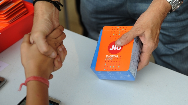 Why Mukesh Ambani's 52 Million Jio Users  Don't Add Up To A Winning Total Yet