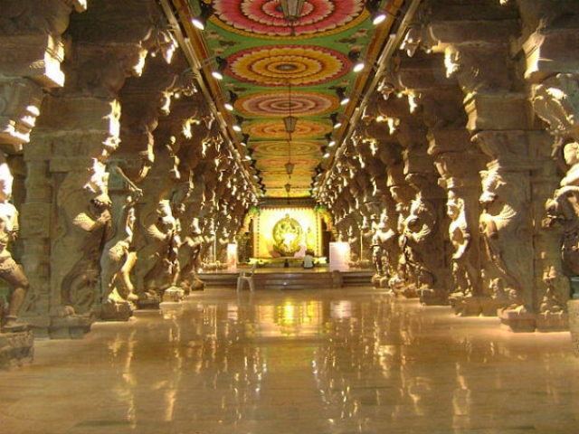 The thousand-pillar corridor of Madurai Meenakshi Temple.