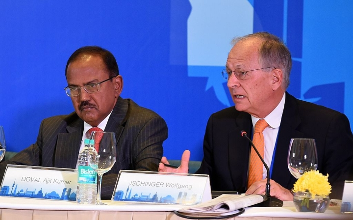 Ajit Doval Meets Donald Trump's NSA-Designate Michael Flynn, Discusses Indo-US Ties