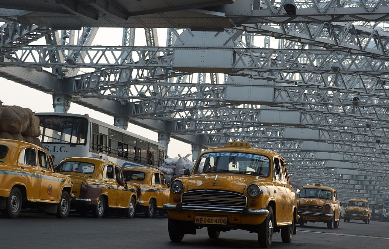 Indian commuters and taxi drivers navigate through heavy traffic on Howrah Bridge in Kolkata. (DIBYANGSHU SARKAR/AFP/Getty Images)