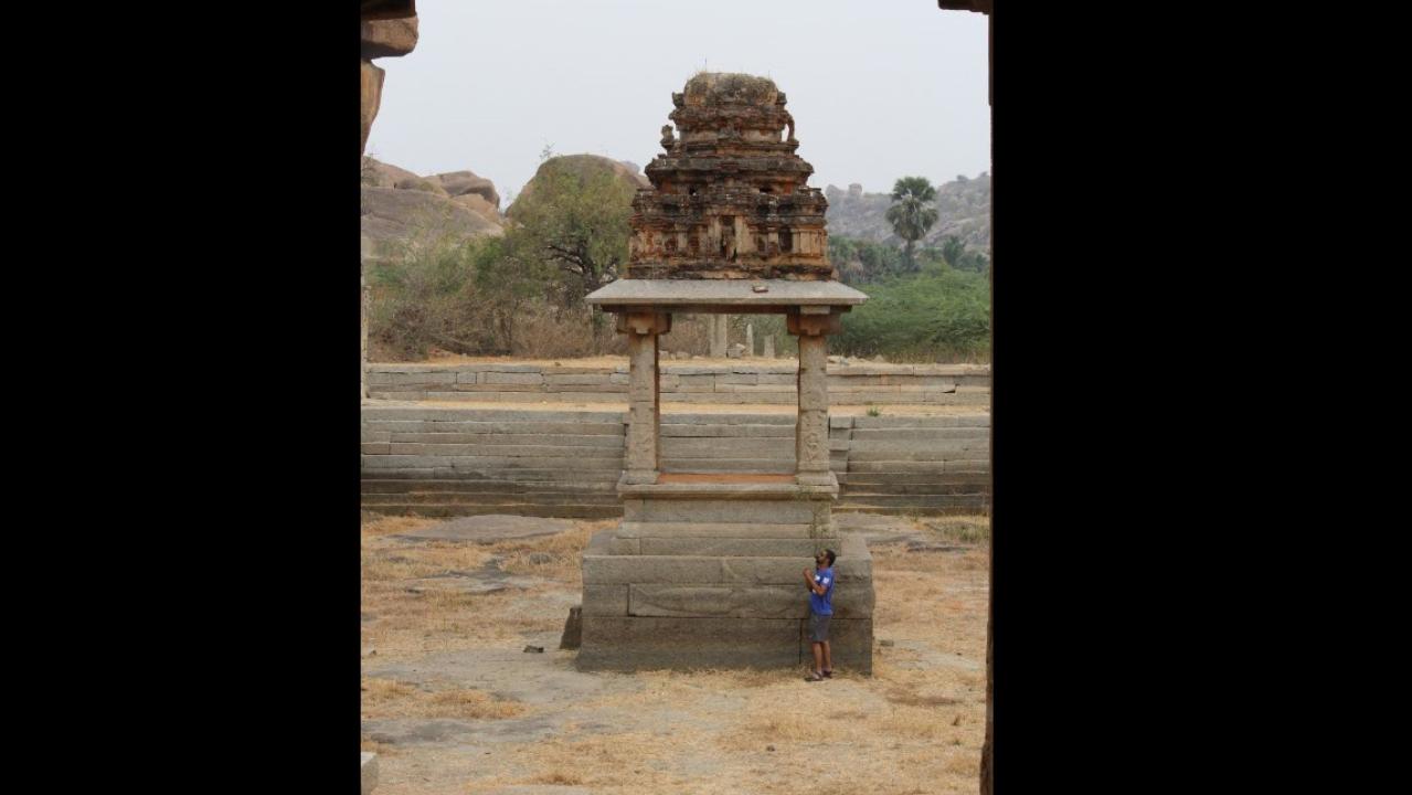 Central mandapam int he temple tank