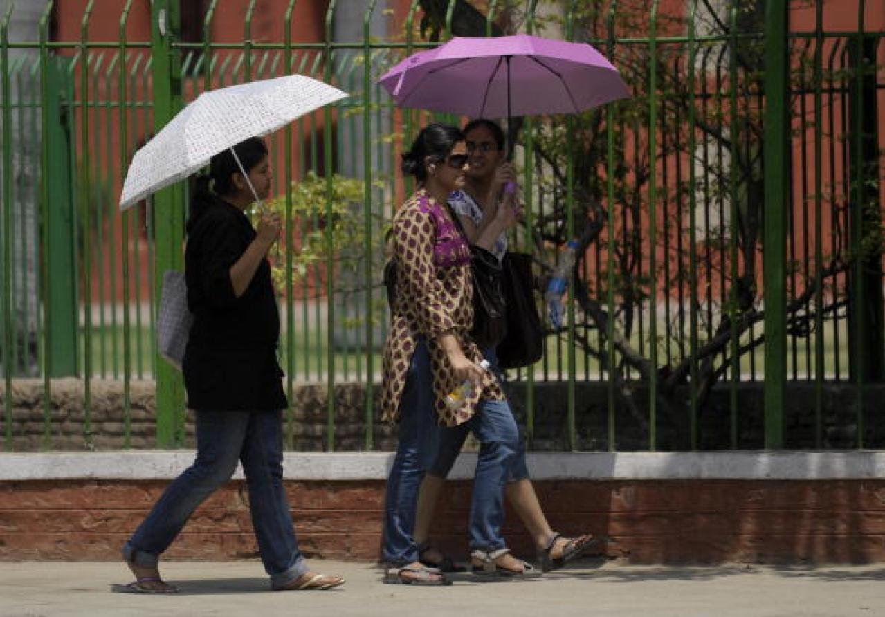 Women walk along a street in New Delhi. (MANPREET ROMANA/AFP/Getty Images)