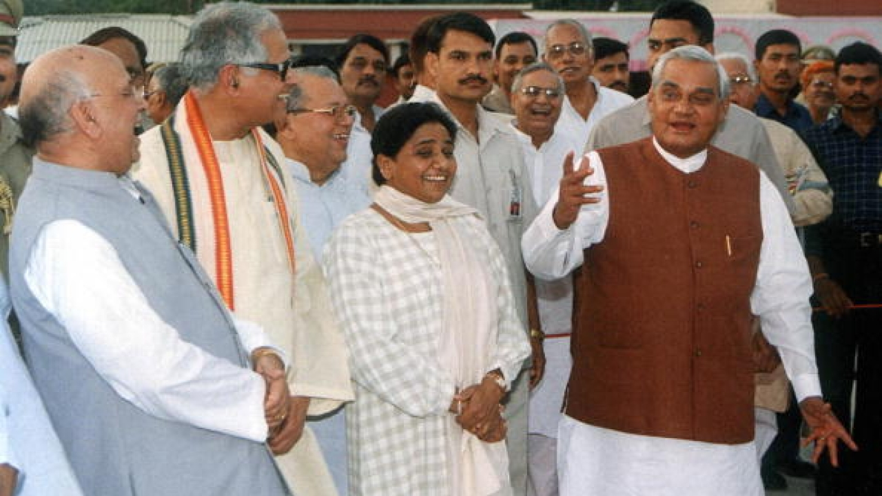 Atal Bihari Vajpayee and other BJP leaders with Mayawati in Lucknow weeks before the alliance was called off (PAWAN KUMAR/AFP/Getty Images)