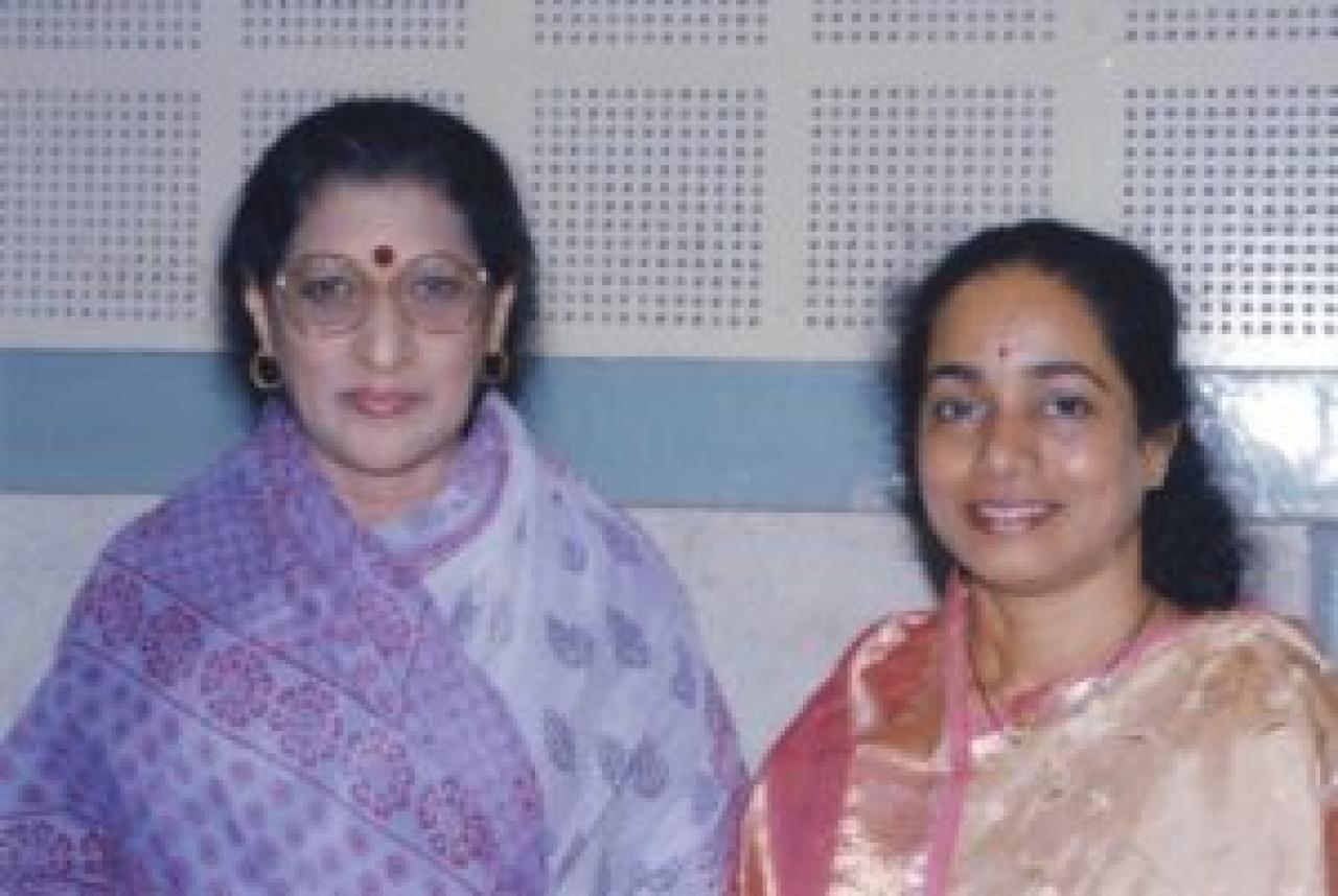 Vidushi Kishori Amonkar (left) and Vidushi Shruti Sadolikar Katkar