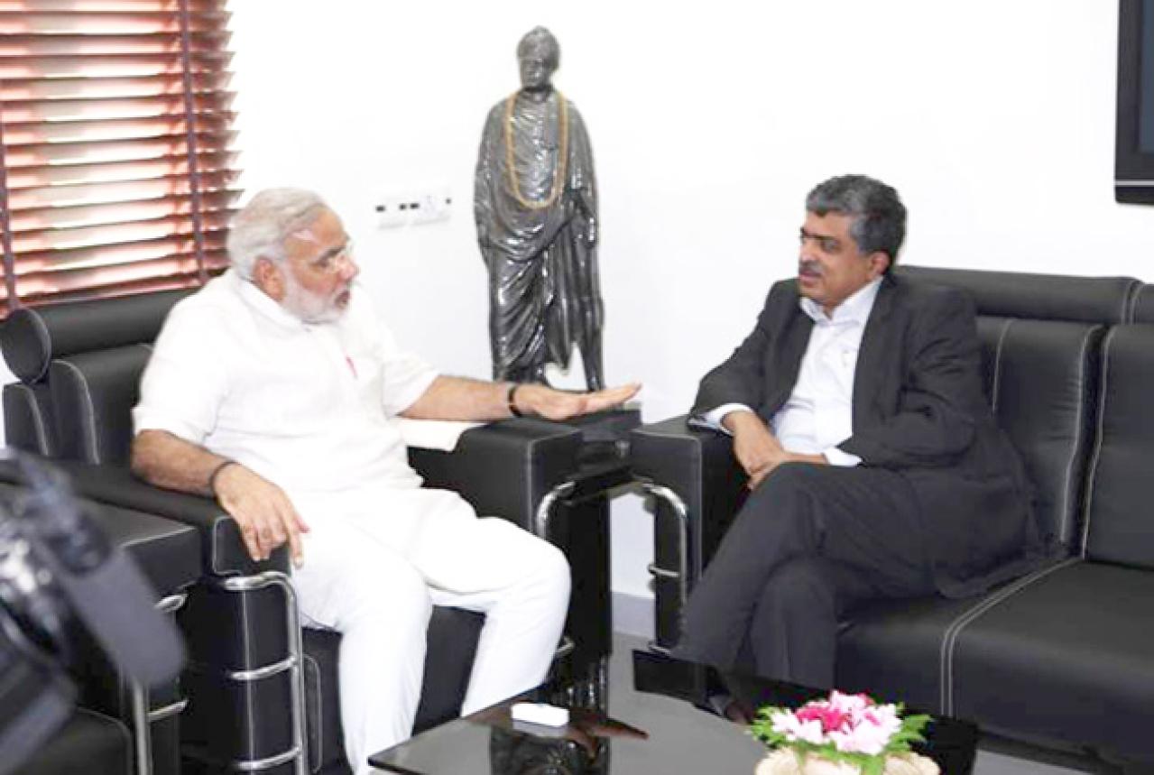 Prime Minister Narendra Modi with Nandan Nilekani (www.narendramodi.in)