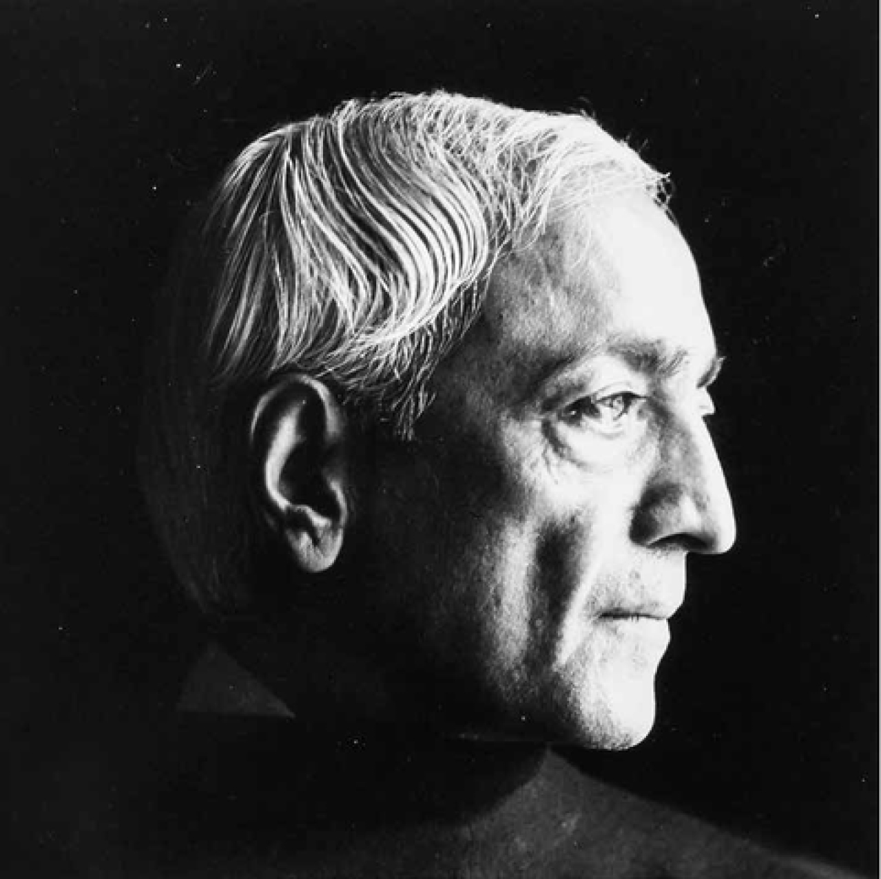 For Krishnamurti, smriti, memory and tradition are problems; that they interfere with reality, but such interference may be superseded by direct experience, sruti.