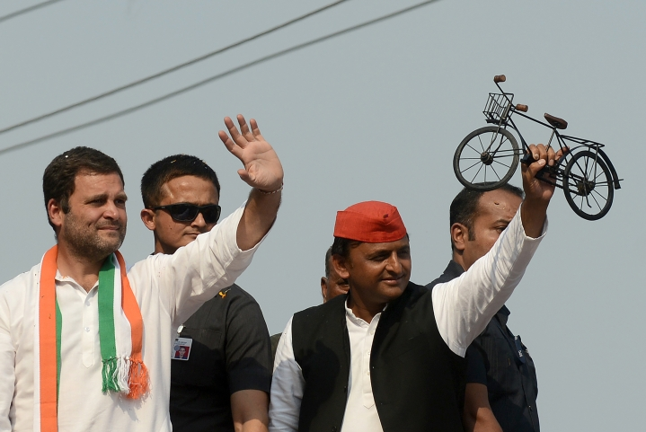 "Akhilesh Yadav Defends Rahul Gandhi's ""India Run By Dynasty"" Remark"