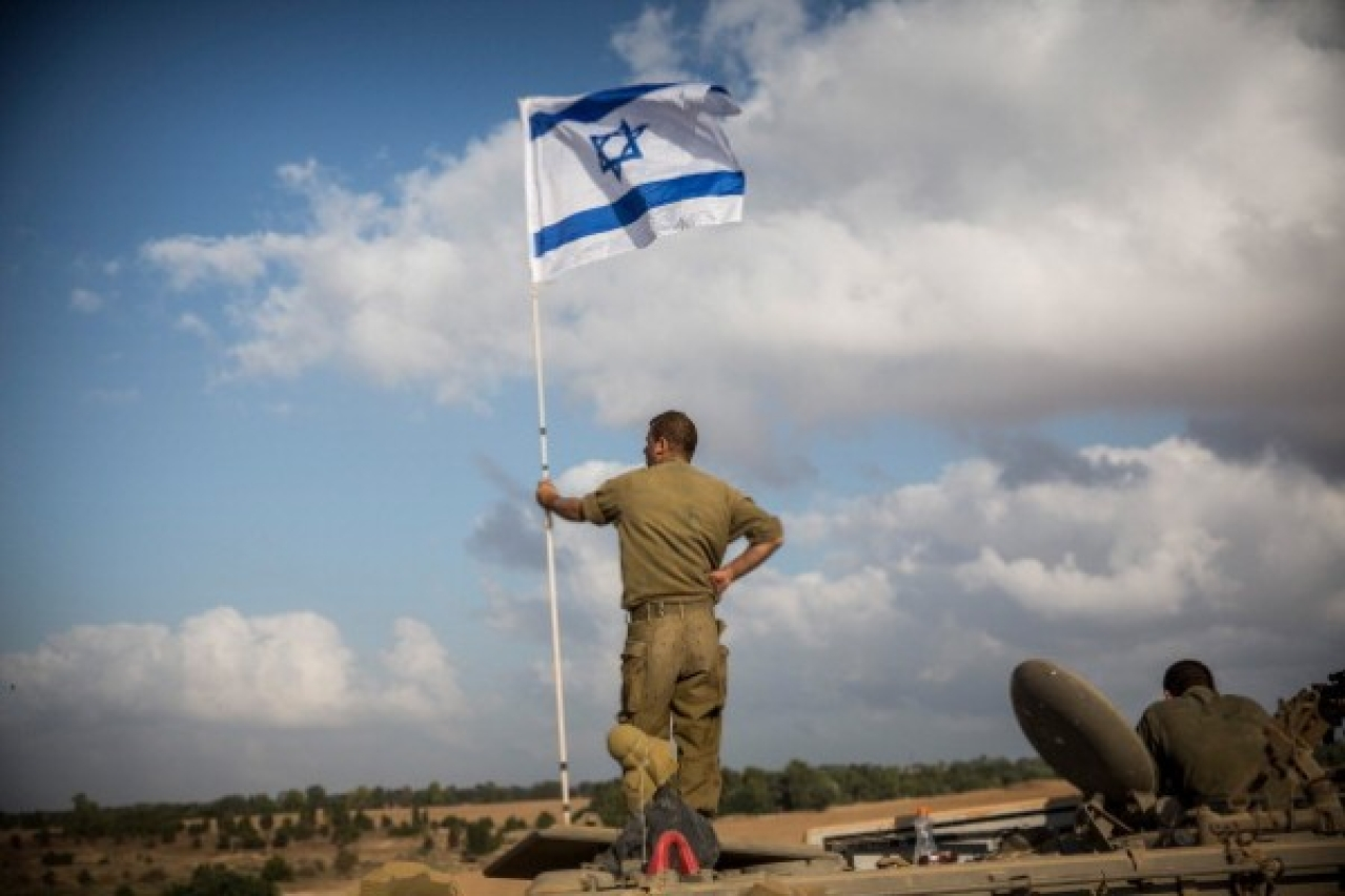 An Israeli soldier stands on top of an armoured personnel carrier near the Israeli-Gaza border in 2014 near Sderot, Israel. (Andrew Burton/Getty Images)