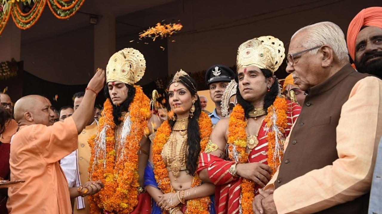Uttar Pradesh CM Yogi Adityanath showers petals on artistes dressed up as Lord Rama, Sita and Lakshman in Ayodhya. (Deepak Gupta/Hindustan Times)