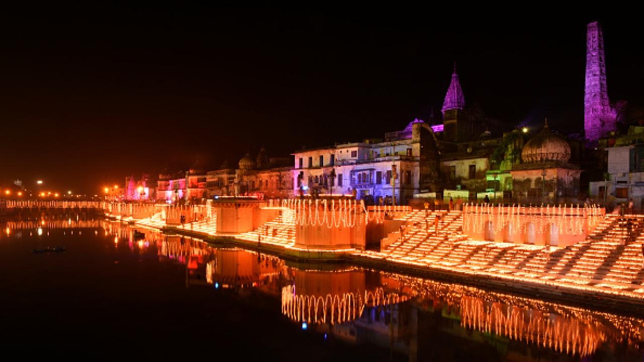 On the occasion Chhoti Diwali 1.7 Lakhs earthen Diya's illuminated the ghats of Ayodhya, Ram ki Paudi, as part of Diwali celebrations on October 18, 2017 (Deepak Gupta/Hindustan Times)