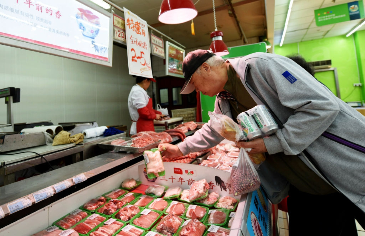 Customers select pork at a supermarket in Hangzhou, east China's Zhejiang province on April 12, 2017. (STR/AFP/Getty Images)