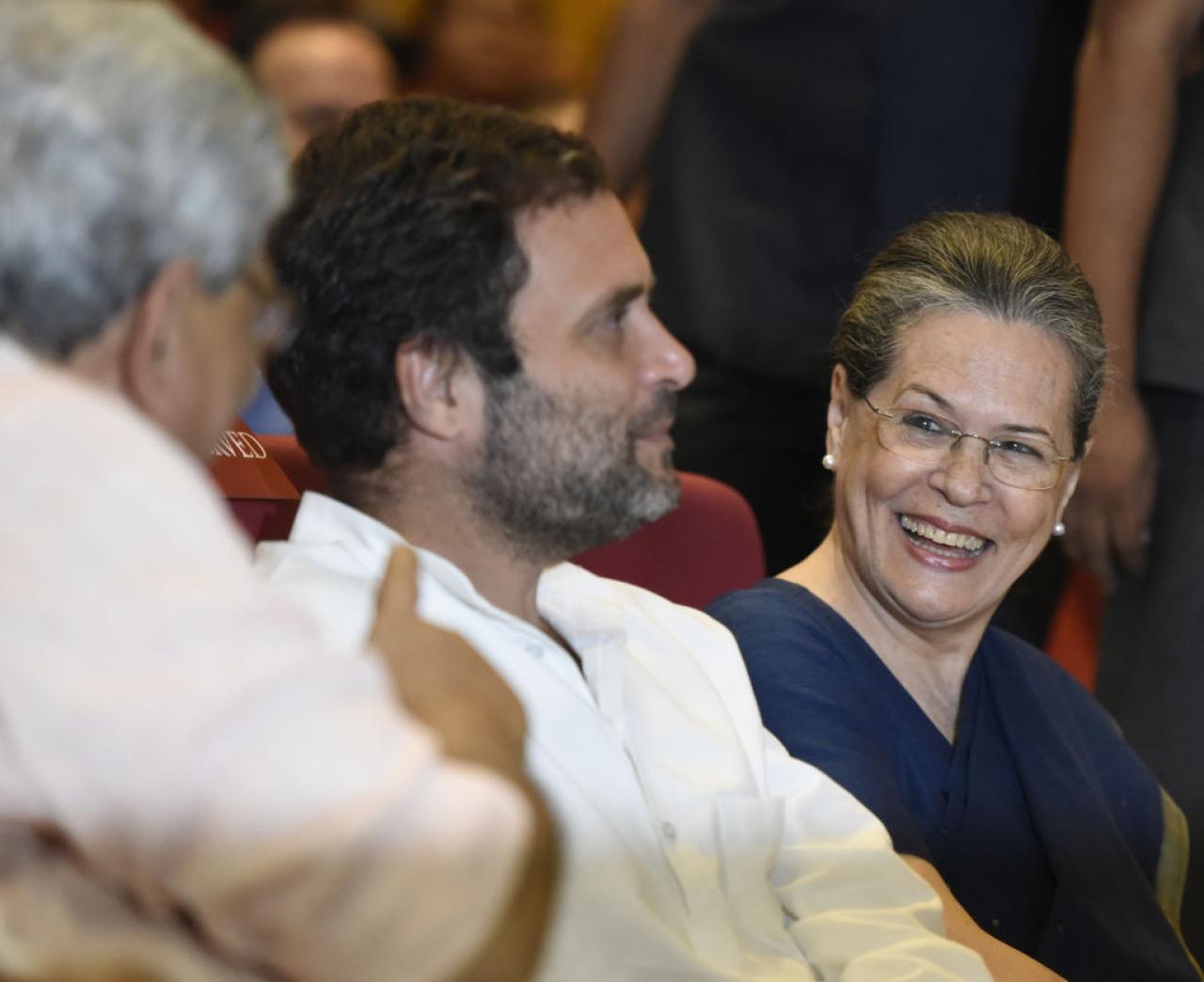 Congress vice-president Rahul Gandhi, centre, and Congress president Sonia Gandhi, right, talking to CPI (M) leader Sitaram Yechury.  (Sonu Mehta/Hindustan Times via Getty Images)