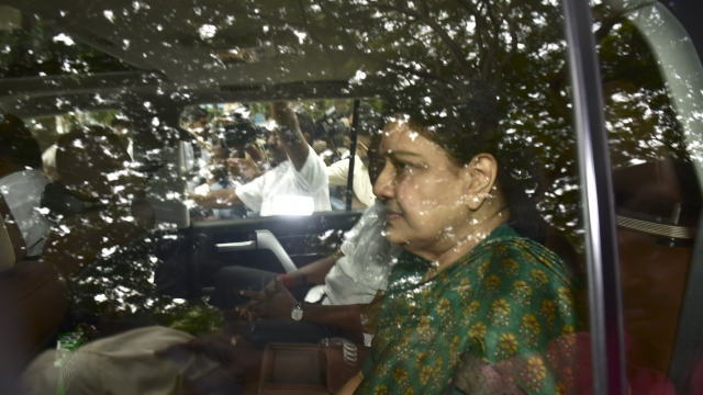 At Least 100 Bank Accounts Of Shell Companies Linked To Sasikala's Kin Frozen By I-T Department