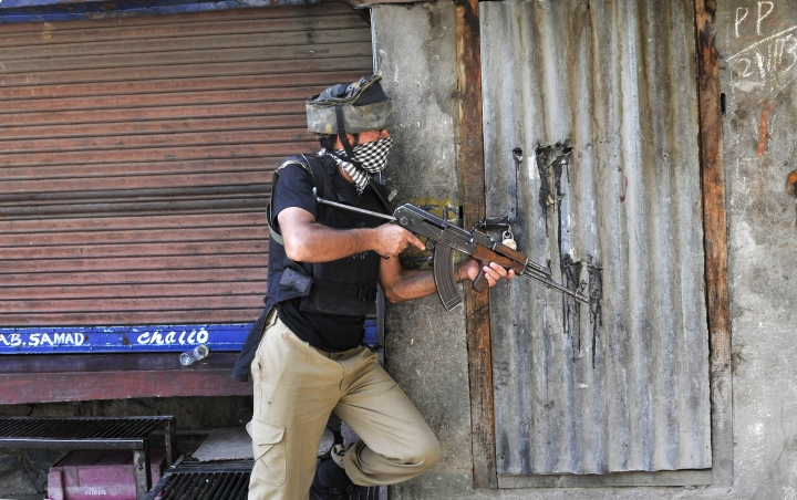 As Security Forces Tighten The Noose, Terrorists Ask Families To Go Into Hiding in Kashmir