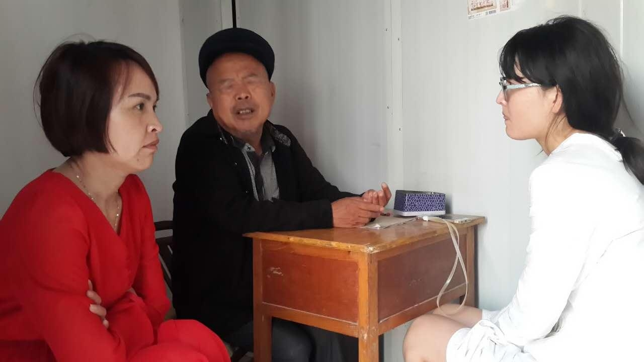 <i>Ayi</i> and Fan Yu intently listening to the '<i>suanming'</i> predict the outcomes.