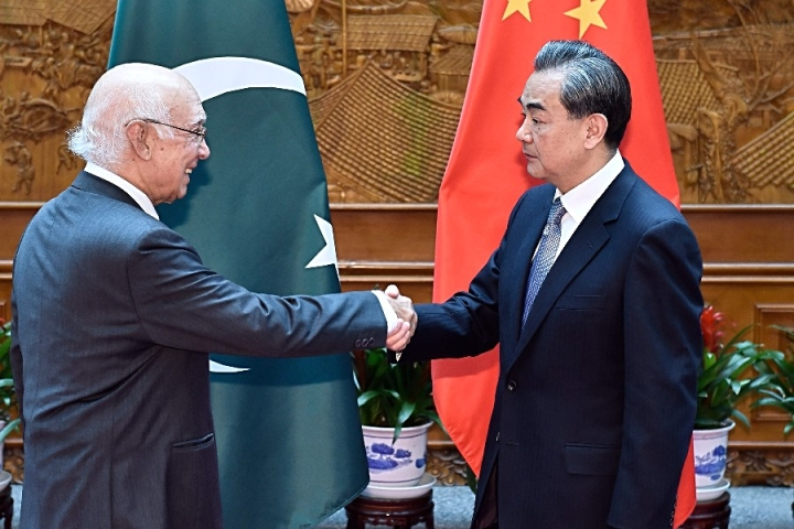 In A Snub To Pakistan, China 'Temporarily' Stops Funding Road Projects Under CPEC