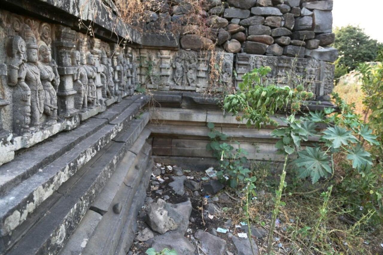 Rummanagudu Neelakanteshwara Temple before the clean-up activity (Sachin Halkeri)