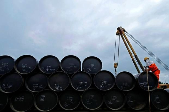 Morning Brief: New Push To Cut Oil Import Bill; Triple Talaq Law A Step Closer; Centre Scraps Monthly LPG Price Hike