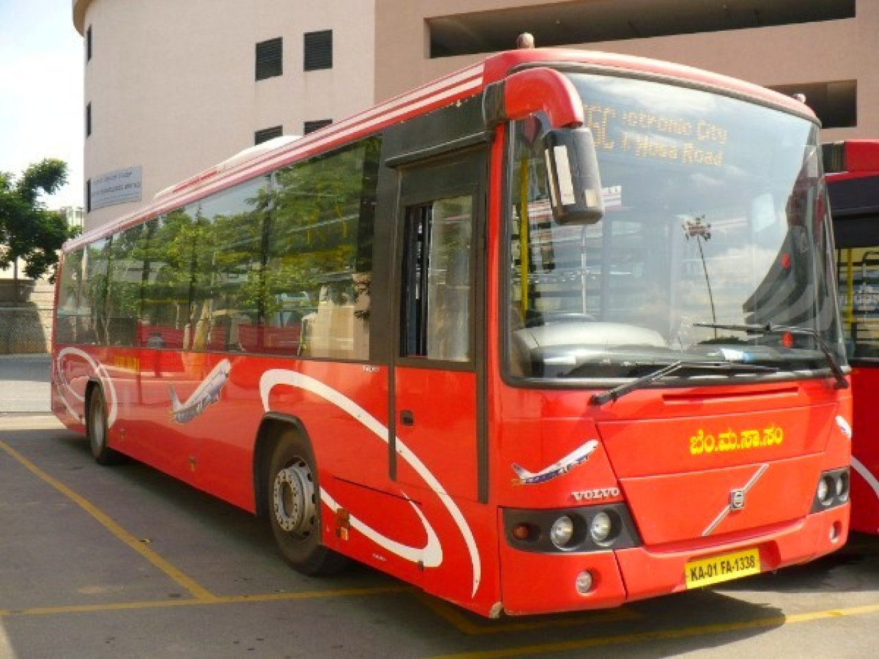 One of the original red BMTC Volvo buses acquired in 2006 (Nikhil K/Wikimedia Commons)