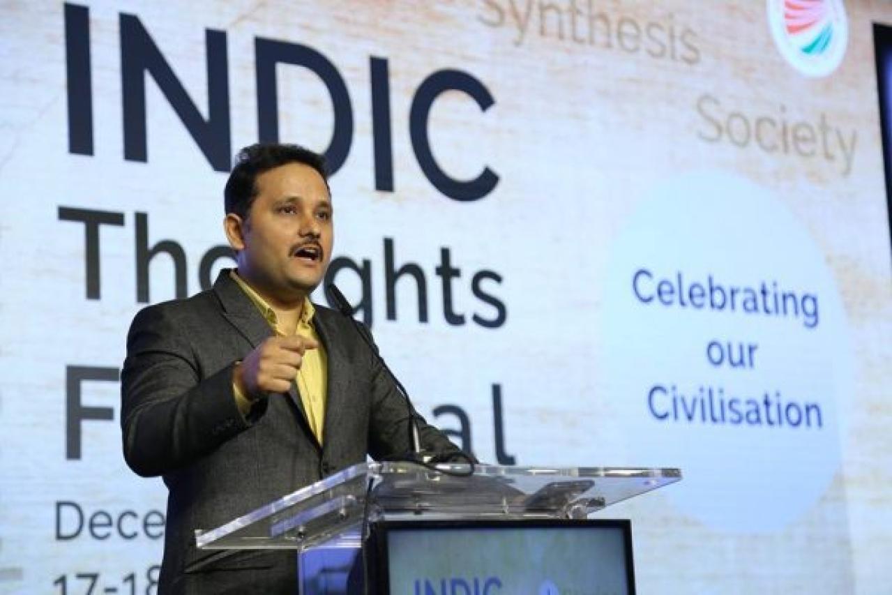 Amish Tripathi delivering his talk on the importance of mythology