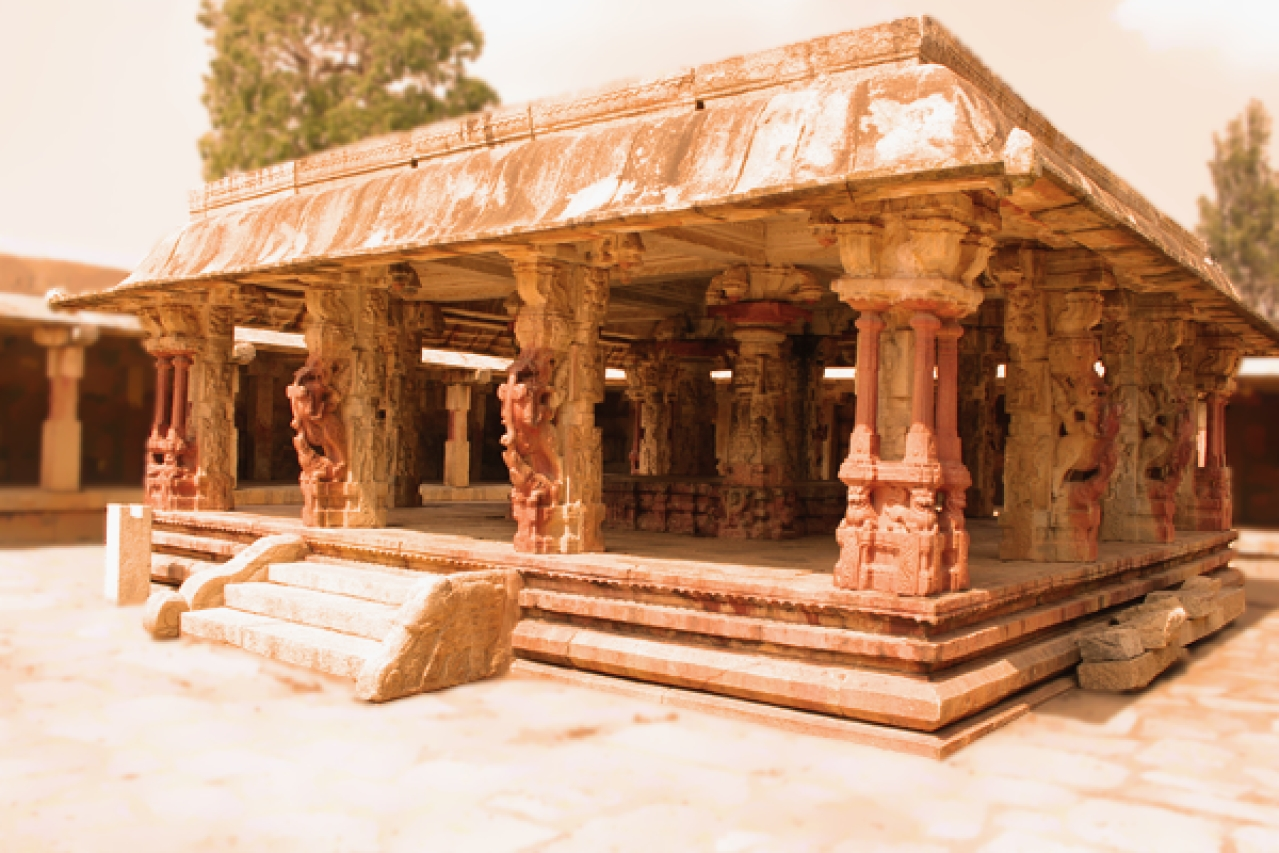 Mantapa at the Bhoganandiswara temple (Dineshkannambadi/Wiki Commons)