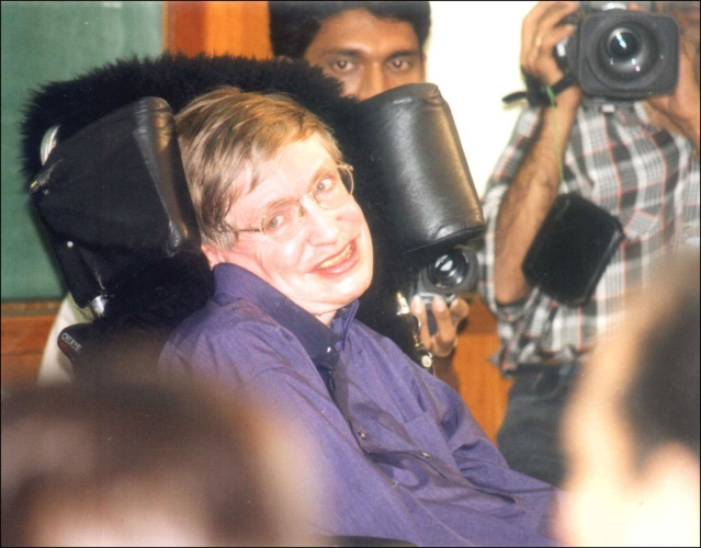 Stephen Hawking at Mumbai's Tata Memorial Institute of Fundamental Research in 2001. (Girish Srivastava/Hindustan Times via Getty Images)