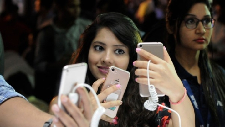 The Evolving Smartphone Scenario In India: What Are Indians Doing With Their Phones?