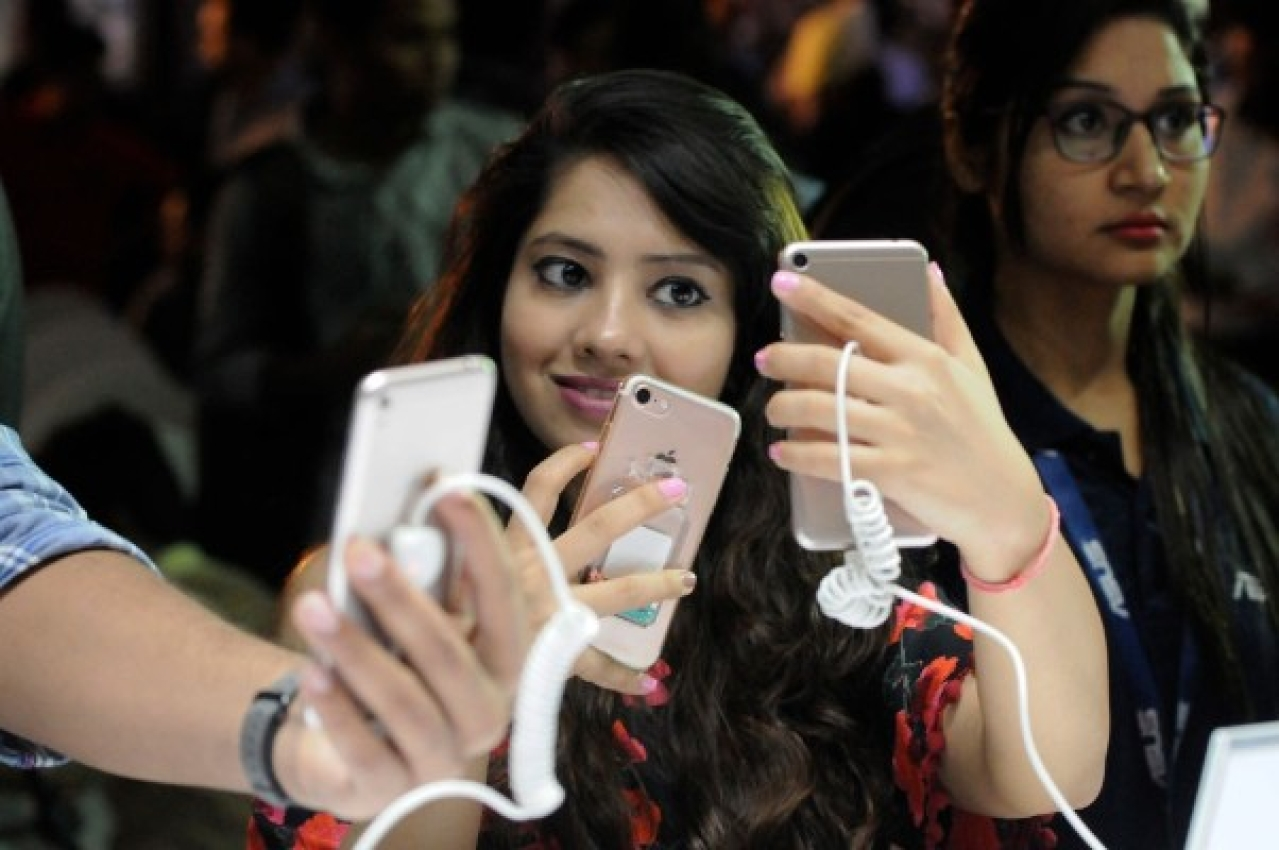 A woman takes a selfie on a smartphone. (Burhaan Kinu/Hindustan Times via Getty Images)