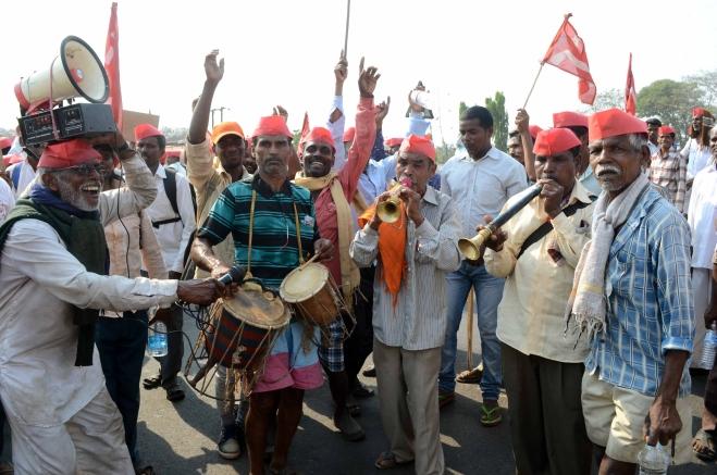 How JNU-SFI Flower Vijoo Krishnan Gave Colour and Fragrance To Kisan March