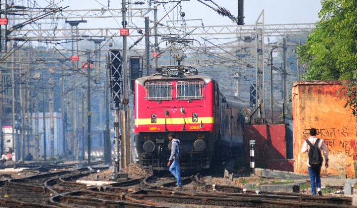 Indian Railways Planning To Build Walls Along Tracks To Enable Better Speeds And Increase Revenue