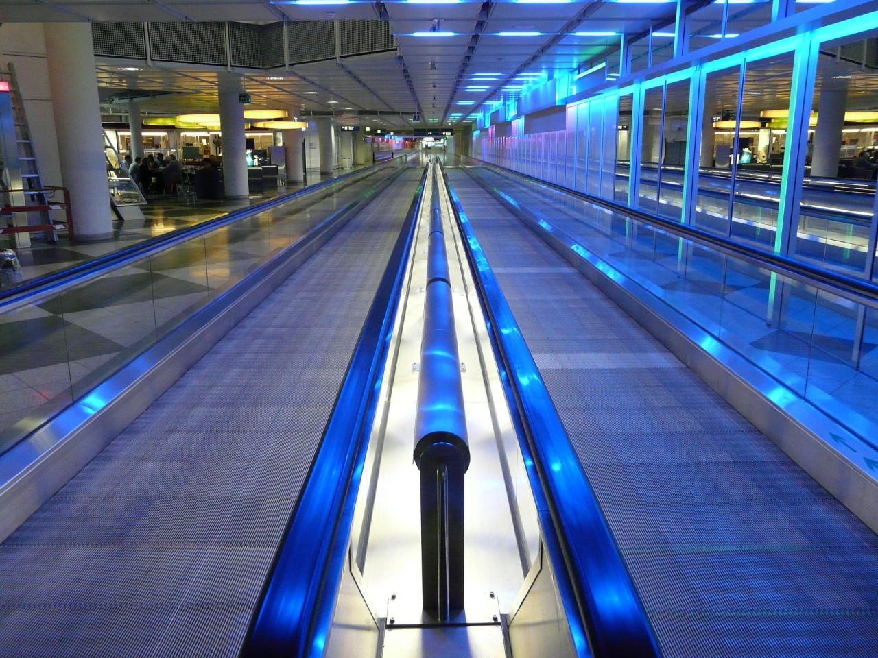 Moving Walkway Roller Platform (Hans/Pixabay)