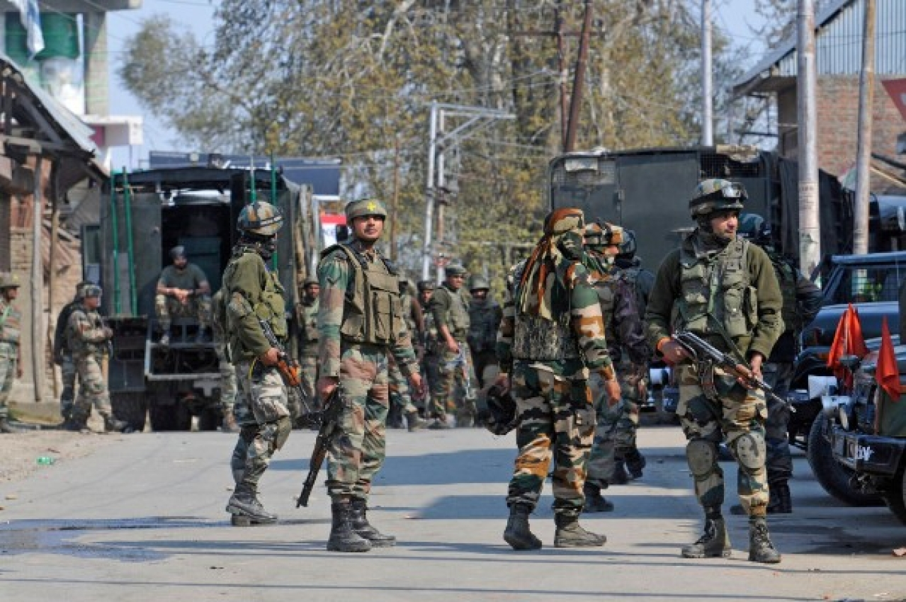 Army soldiers during a gun battle between militants and security forces in Shopian, South Kashmir, in Srinagar, J&K. (Waseem Andrabi/Hindustan Times via Getty Images)