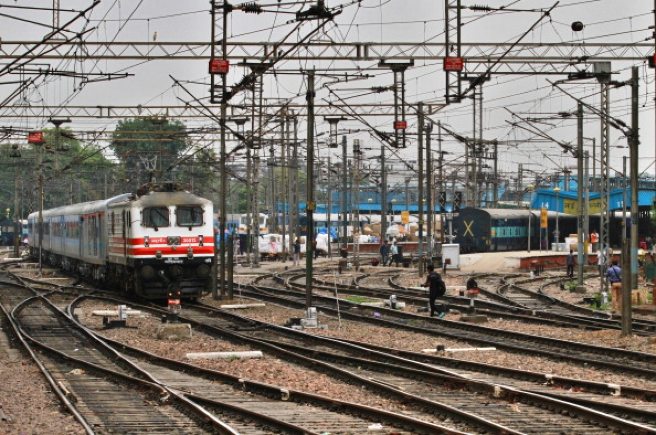 The passenger train sets off during the trial run of a 'semi-bullet train' between New Delhi and Agra from New Delhi railway station. (Arun Sharma/Hindustan Times via Getty Images)