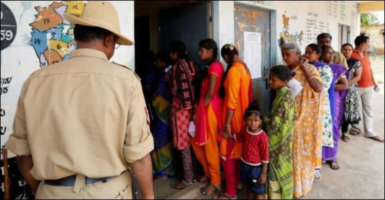 Voter queue in Karnataka. (Twitter)