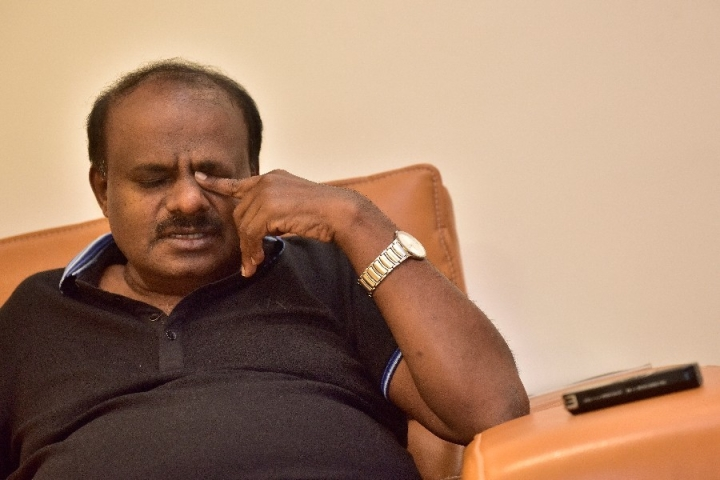 Cracks In Alliance? Teary-Eyed Kumaraswamy Says He Is Unhappy, Swallowing The Poison Of Coalition Government