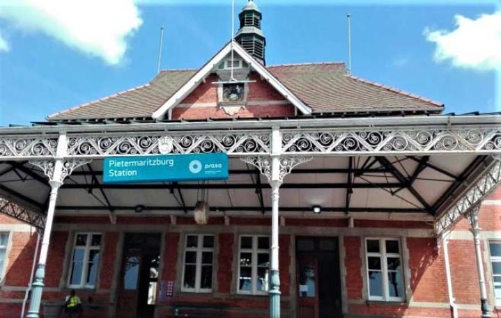To Commemorate 125th Anniversary Of Gandhi's Expulsion From Train, Pietermaritzburg Station To Sport Khadi Look