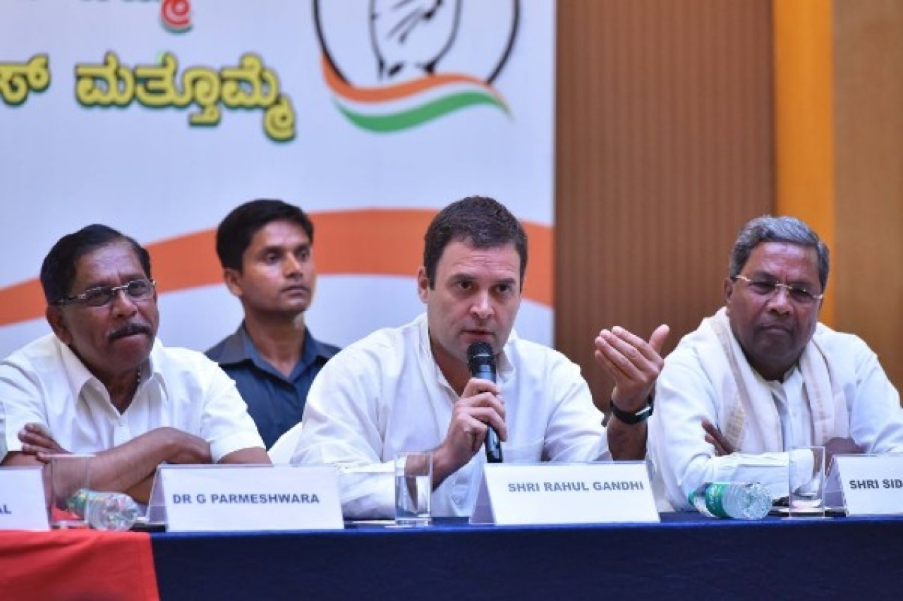All India Congress Committee president Rahul Gandhi flanked by Karnataka Pradesh Congress Committee president G Parmeshwara (L) and Karnataka Chief Minister Siddaramaiah (R) during a press conference on the last day of campaigning ahead of state assembly election at a city hotel on 10 May 2018 in Bengaluru. (Arijit Sen/Hindustan Times via Getty Images)