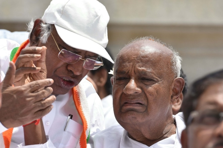 Amid Drama Over Cabinet Formation, Deve Gowda Accuses Congress Of Forcing CM Post On Kumaraswamy