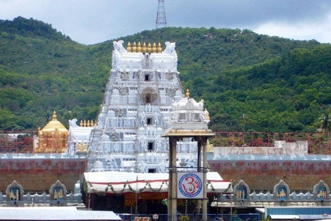 Tirumala Tirupati Temple ( Daimalu/wiki commons)