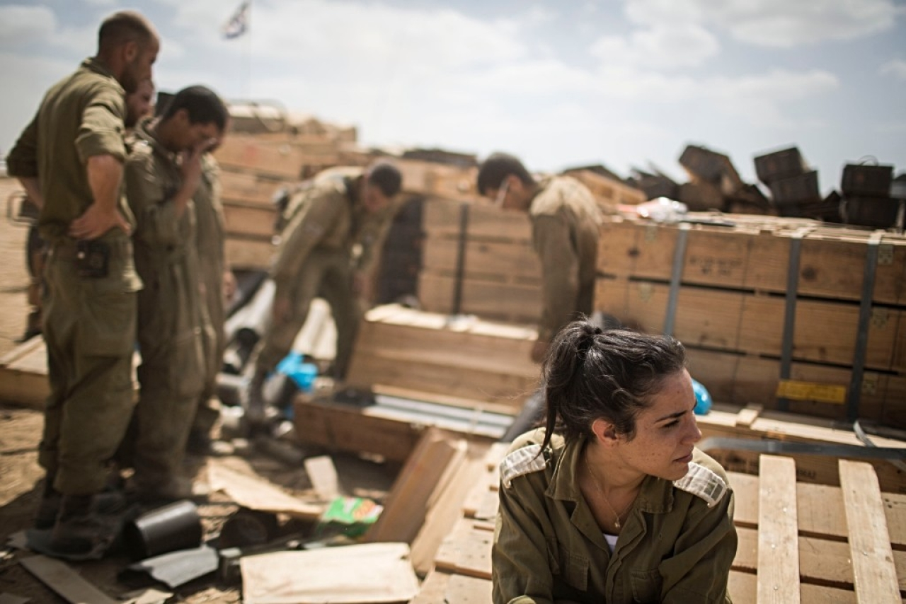 Israeli forces at the Israel-Gaza border. (Ilia Yefimovich via Getty Images)