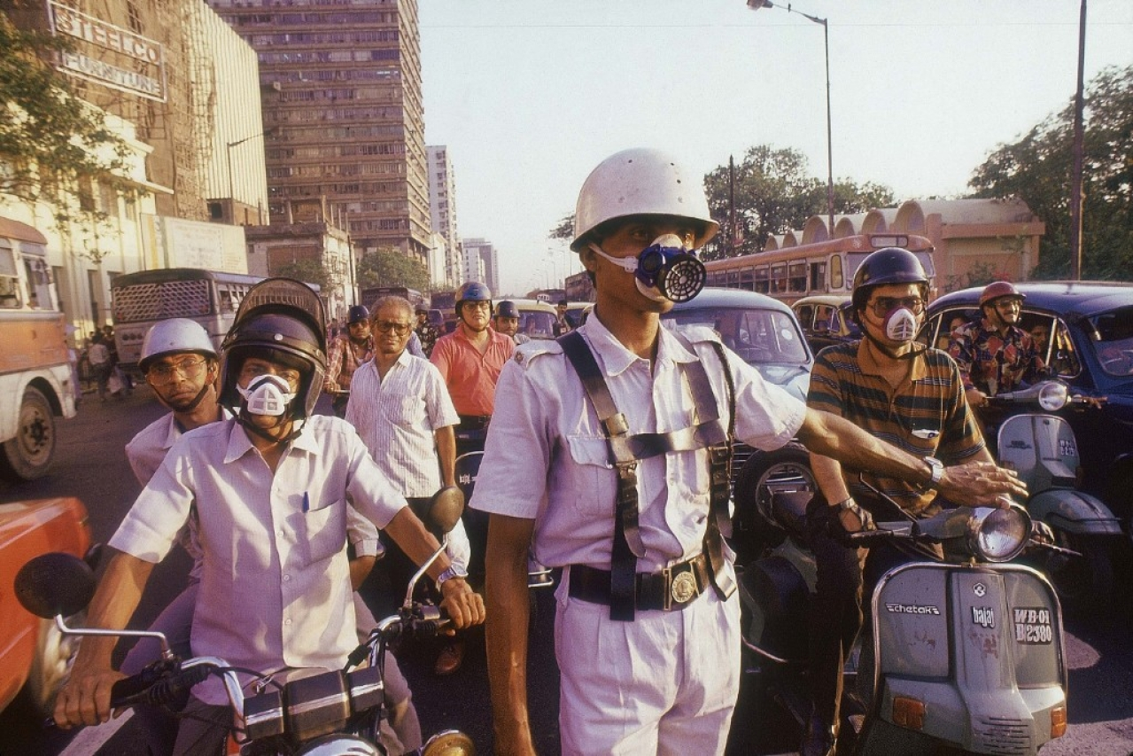 Kolkata Traffic Police and local Two Wheeler drivers wearing nose masks (Saibal Das/The India Today Group/Getty Images)