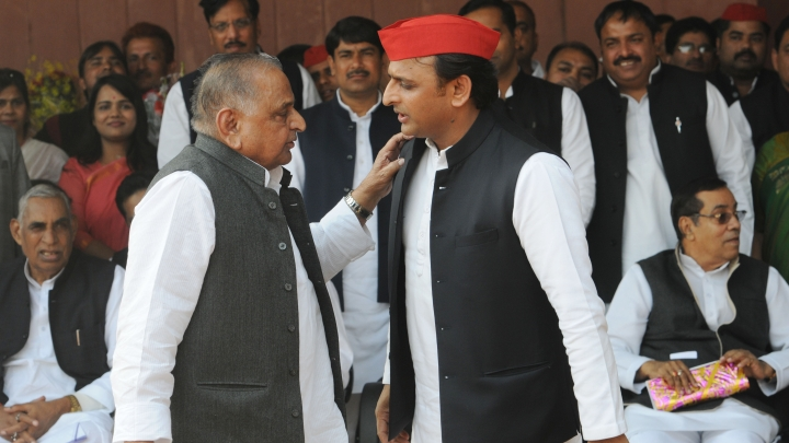 UP: As SC's Deadline To Vacate Government Bungalows Approaches,  Akhilesh Yadav, Mulayam Singh Start Packing Bags