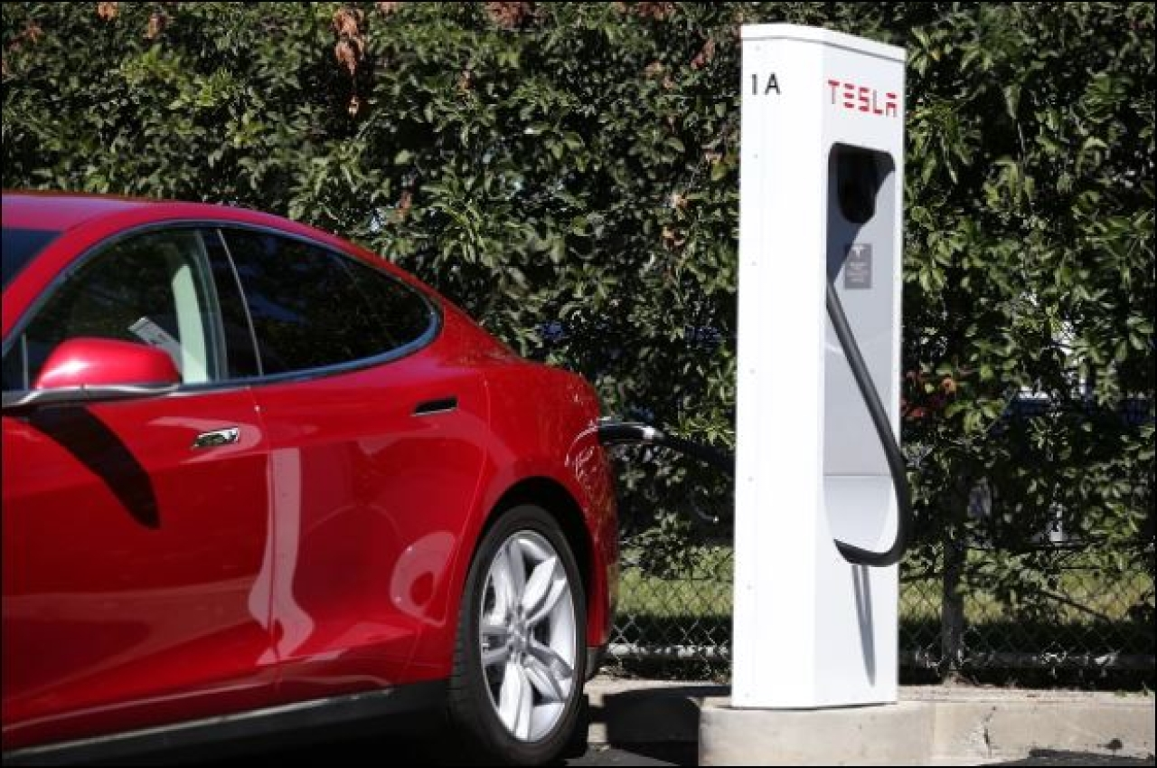 A Tesla Supercharger in Fremont, California (Justin Sullivan/GettyImages)
